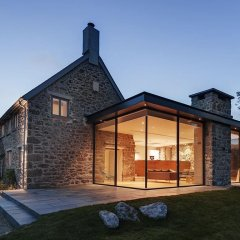 rear-modern-home-extension-open-plan-living-glass-frontage